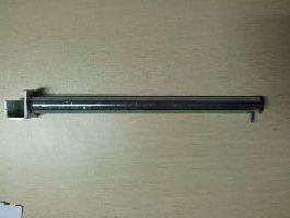 Rovné rameno 30cm s 1válečky na jekl 20x20, pozink