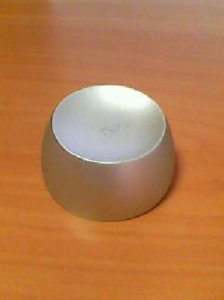 Magnetický uvoľňovač pevných etikiet.